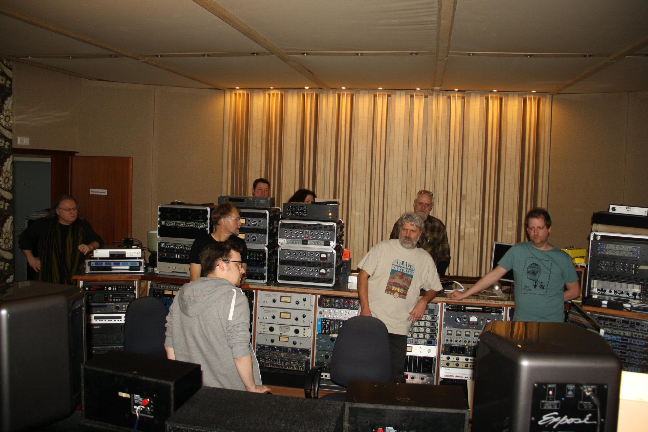 Zuhören mit Gästen im Studio